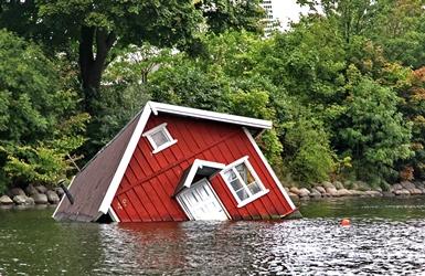 Steeds minder huizen onder water