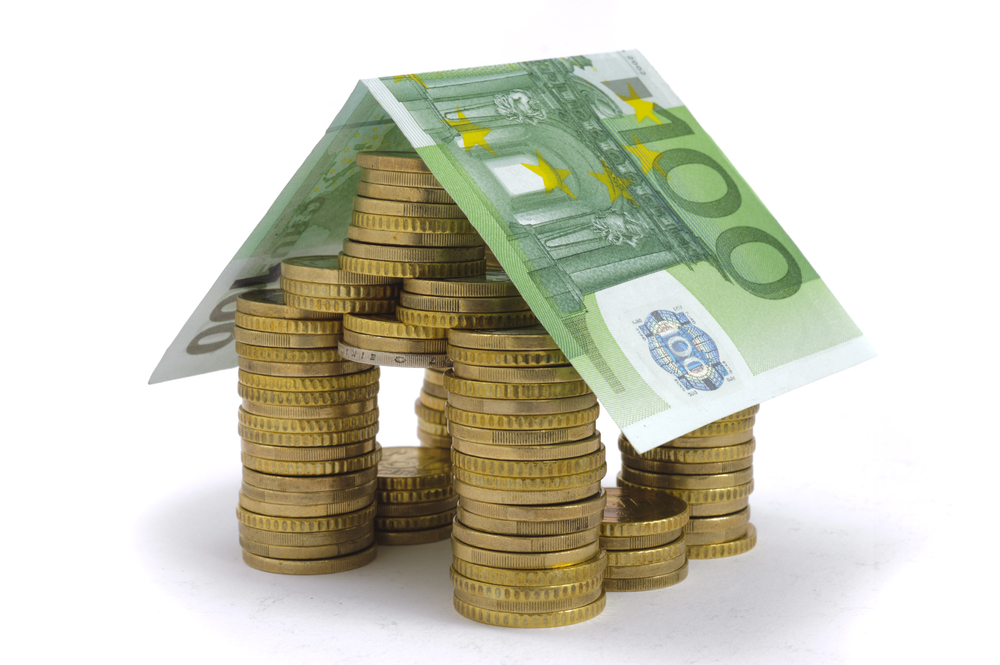 De overwaarde van uw huis incasseren door verkopen en terug huren. Slim? Of juist niet?